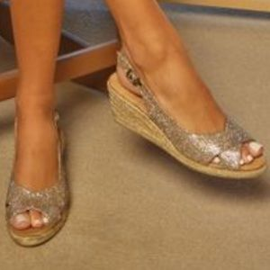White Mountain Satire Rose Gold Metallic Wedges 7M